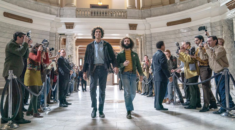 """Sacha Baron Cohen and Jeremy Strong in """"The Trial of the Chicago 7"""" (2020)"""
