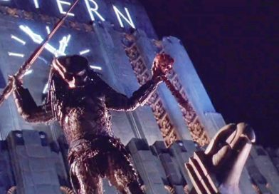 """The Predator hunting human for sports in the crime-infested Los Angeles in """"Predator 2"""" (1990)"""