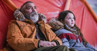 """George Clooney and newcomer Caoilinn Springall in Netflix's """"The Midnight Sky"""" (2020)"""