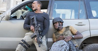 """Anthony Mackie and Damson Idris in Netflix's """"Outside the Wire"""" (2021)"""