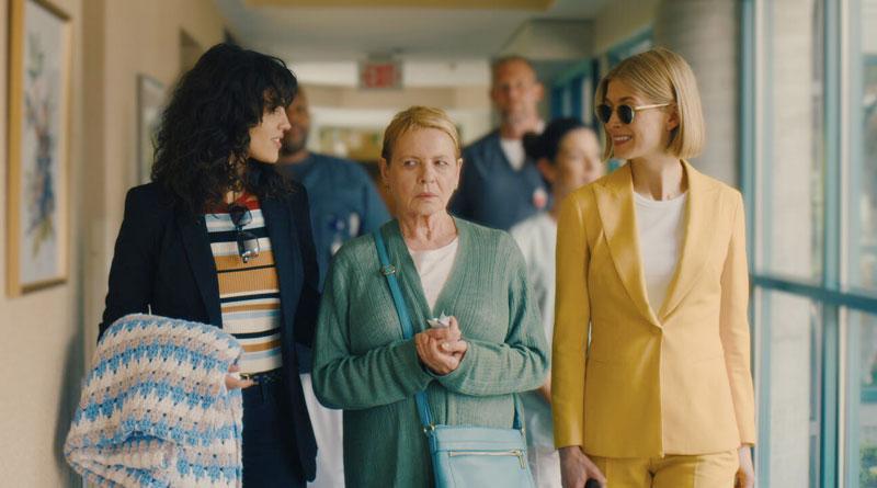 """(L-R) Eiza Gonzalez, Dianne Wiest and Rosamund Pike in Netflix's """"I Care a Lot"""" (2021)"""