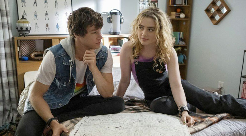 """Kyle Allen and Kathryn Newton in Amazon Prime Video's """"The Map of Tiny Perfect Things"""" (2021)"""