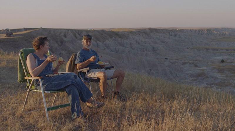 """Fern (Frances McDormand) and Dave (David Strathairn) in """"Nomadland"""" (2020)"""